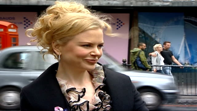 nicole kidman campaign england london ext actress nicole kidman and another along / kidman posing for photocall / kidman away / crowds watching /... - madame tussauds stock videos & royalty-free footage
