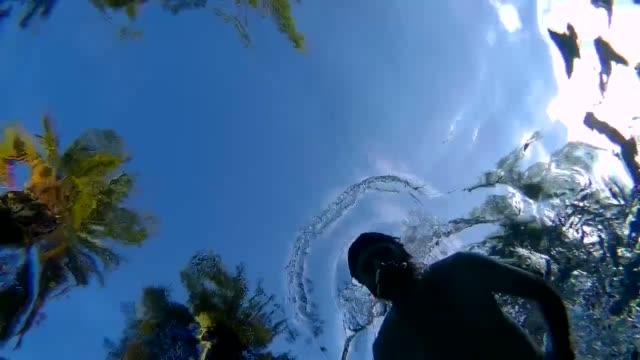 breaststroke from below - 水着点の映像素材/bロール