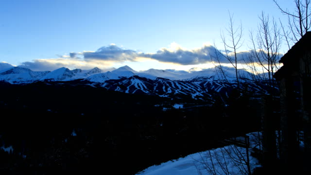 stockvideo's en b-roll-footage met breckenridge colorado winter mountain snow rockies time lapse - skivakantie