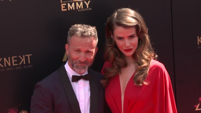 breckin meyer and linsey godfrey at the 2019 daytime emmy awards at pasadena civic center on may 05 2019 in pasadena california - daytime emmy preisverleihung stock-videos und b-roll-filmmaterial