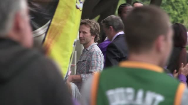 breckin meyer arrives at staples center in los angeles 0501/12 breckin meyer arrives at staples center in los ang on may 01 2012 in los angeles... - staples center stock videos and b-roll footage
