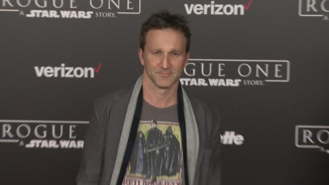 """vídeos de stock, filmes e b-roll de breckin meyer at """"rogue one: a star wars story"""" world premiere at the pantages theatre on december 10, 2016 in hollywood, california. - série de filmes star wars"""