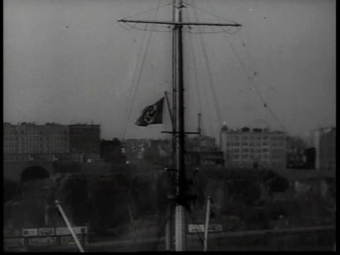 bremen at new york city dock with nazi flag waving from mast / new york usa - hakenkreuzfahne stock-videos und b-roll-filmmaterial