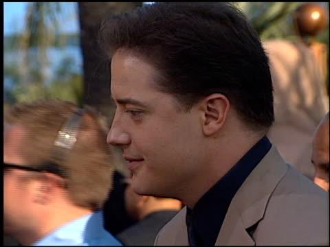 vídeos de stock e filmes b-roll de brendan fraser at the premiere of 'the mummy returns' at universal amphitheatre in universal city, california on april 29, 2001. - universal city