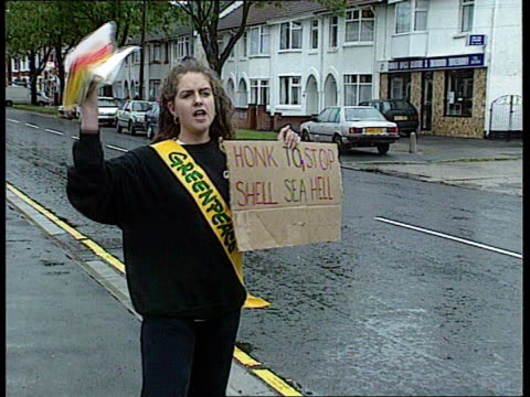 brent spar oil platform dumping protests england london ext ms protesters with banners across forecourt entrance to shell petrol station cms young... - fossil fuel stock videos & royalty-free footage
