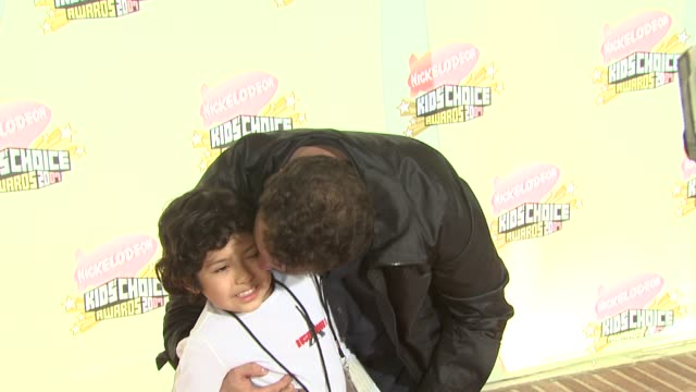 brett ratner and guest at the 2007 nickelodeon's kids' choice awards at ucla's pauley pavilion in los angeles, california on march 31, 2007. - nickelodeon stock videos & royalty-free footage