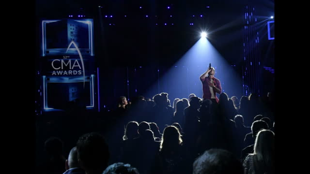 brett young performs during the 52nd annual cma awards at the bridgestone arena on november 14, 2018 in nashville, tennessee. - country musik stock-videos und b-roll-filmmaterial