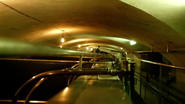 Brouwerij interieur. Grote BTW bedekt met koperen deksel