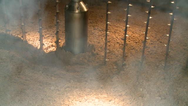 ms brewing process mash tun mixing grist / rotes, speyside, scotland - ゆでつぶし点の映像素材/bロール