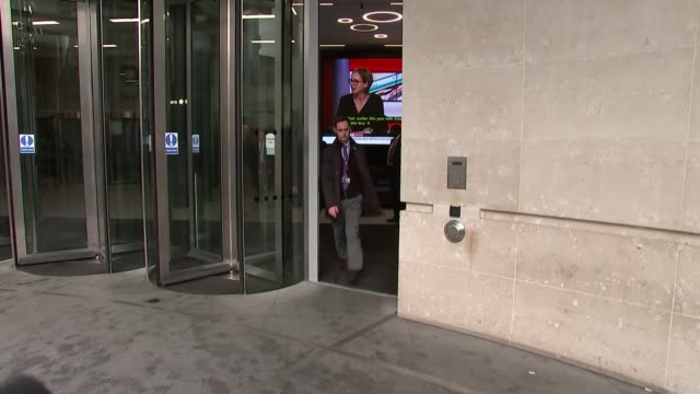 andrew marr show doorstep interviews england london westminster marylebone new broadcasting house ext nigel farage signing autographs as departing /... - メリルボーン点の映像素材/bロール