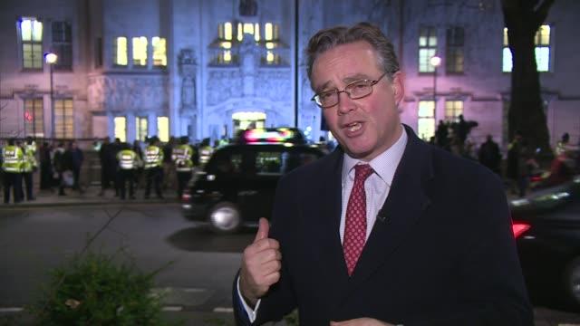 stockvideo's en b-roll-footage met article 50 hearing begins in the supreme court london reporter to camera sot - artikel