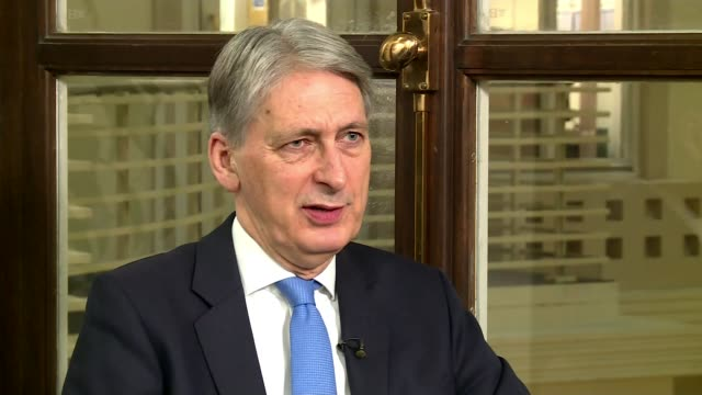 bank of england and government release projections about economic effects / may continues uk tour to sell her deal england london int philip hammond... - バンク オブ イングランド点の映像素材/bロール