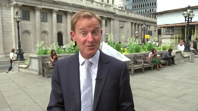 bank of england warns of recession if uk leaves the eu without a deal england london the city of london ext reporter to camera sot london price... - fossil fuel stock videos & royalty-free footage