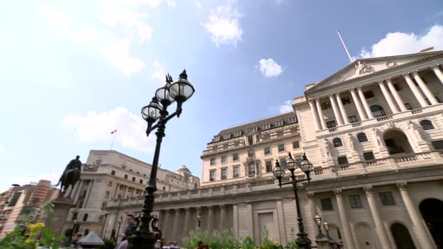 bank of england warns of recession if uk leaves the eu without a deal england london city of london ext general view of the bank of england /... - バンク オブ イングランド点の映像素材/bロール