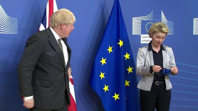 stockvideo's en b-roll-footage met boris johnson and ursula von der leyen hold last ditch talks to reach trade agreement; belgium: brussels: european commission: int british prime... - politics