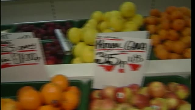 britian triggers article 50 history of britain's eu membership tx fruit displayed in greengrocer's in imperial weights / ext man arranging bananas on... - itv news at ten stock-videos und b-roll-filmmaterial