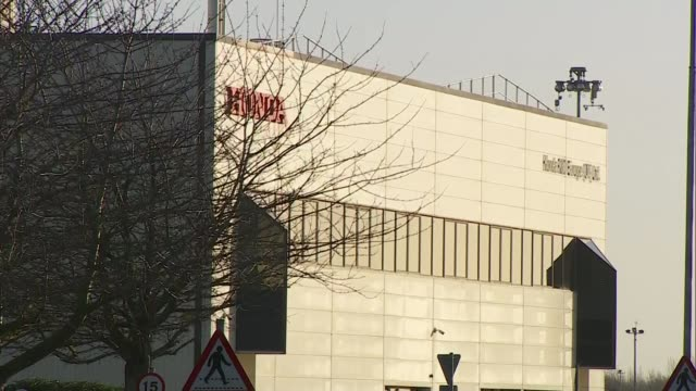 british companies fear a no deal brexit will make unattractive for manafacturing england wiltshire swindon ext honda factory building honda sign - ホンダ点の映像素材/bロール