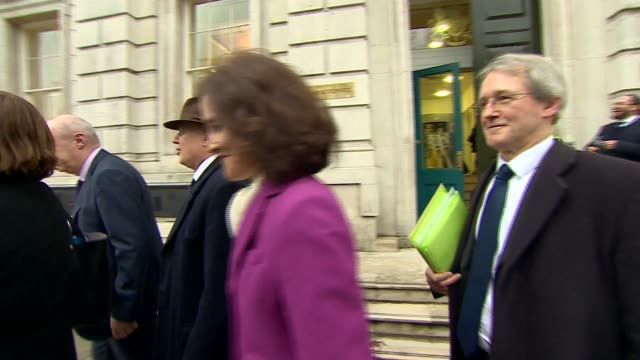 vídeos y material grabado en eventos de stock de cabinet arrivals england london westminster whitehall ext brandon lewis mp arriving at the cabinet office / owen paterson mp damian green mp iain... - amber smith
