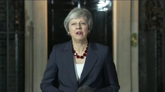 Cabinet backs Theresa May's draft withdrawal agreement London UK Theresa May Downing Street statement Cabinet departures ENGLAND London Downing...