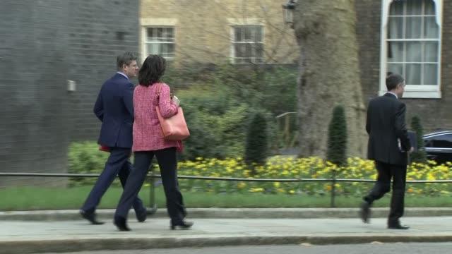 vídeos y material grabado en eventos de stock de cabinet departures; england: london: westminster: downing street: ext james brokenshire mp and greg clark np away / liam fox mp / amber rudd mp... - greg james