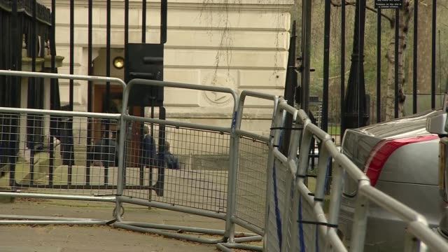 cabinet ministers arriving at number 10 england london westminster downing street ext gavin williamson mp along downing street and away with others /... - laura kuenssberg stock-videos und b-roll-filmmaterial
