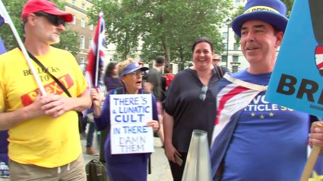 cabinet office departures; england: london: whitehall: ext anti-brexit protest group including steve bray and pro-brexit protesters with loudspeaker... - 2016 european union referendum stock videos & royalty-free footage