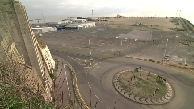 stockvideo's en b-roll-footage met controversy surrounding awarding of contract to ramsgate ferry operator; england: kent: ramsgate: ext view over the dilapidated freight ferry... - bord weg afgesloten