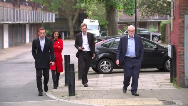 crossparty talks between government and labour collapse england london ext jeremy corbyn mp along street with seamus milne and others jeremy corbyn... - seumas milne stock videos & royalty-free footage
