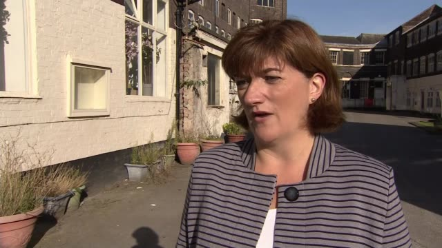 vídeos de stock, filmes e b-roll de david cameron publishes first extracts from autobiography england staffordshire stokeontrent nicky morgan mp interview sot - biografia