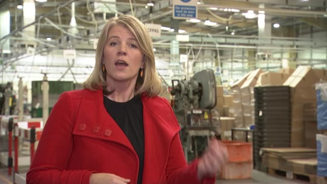 draft deal and cabinet resignations cause pound and share prices to drop uk london thamesmead roberts metal packaging general views metal packaging... - haarnetz stock-videos und b-roll-filmmaterial