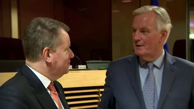 stockvideo's en b-roll-footage met eu and uk hold first postbrexit trade talks belgium brussels photography** david frost and michel barnier posing for photocall frost and barnier... - politics