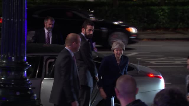 eu withdrawal bill committee stage government faces revolt on fixing departure date in law ext prime minister theresa may mp from car as arrives at... - 首相点の映像素材/bロール