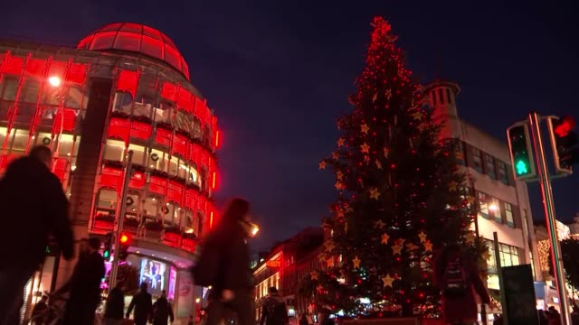 warning on irish border question; republic of ireland: dublin: ext/night christmas shoppers along on street christmas tree and shops shoppers along... - dublin republic of ireland stock videos & royalty-free footage