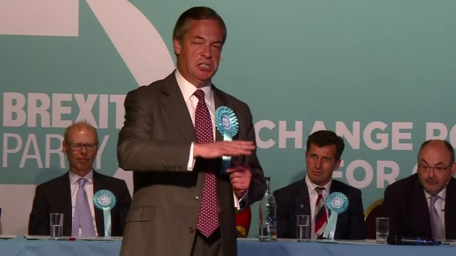 brexit party rally in frimley green england surrey frimley green int nigel farage mep on stage as crowd chanting sot / nigel farage mep speech sot - mep stock-videos und b-roll-filmmaterial