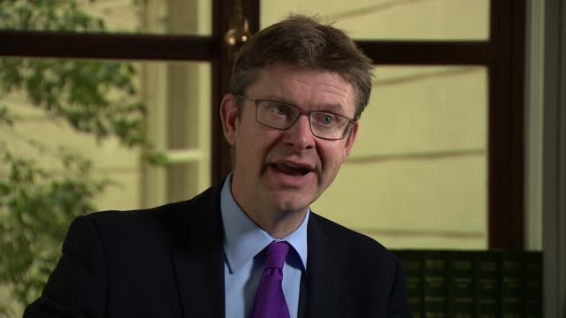 vídeos de stock, filmes e b-roll de better than expected gdp figures announced england int greg clark mp interview sot car companies in the uk export to the european union and import... - produto interno bruto