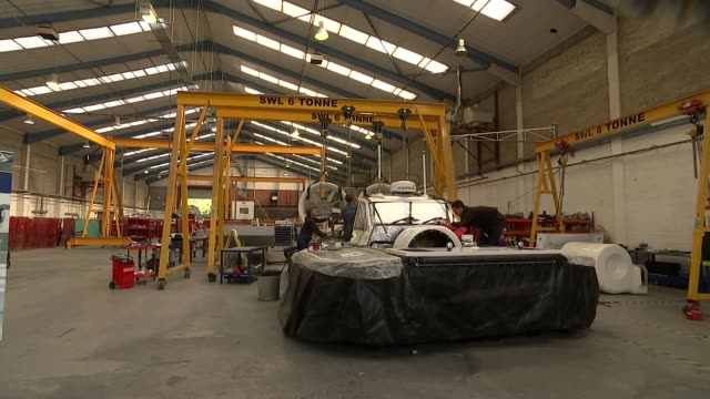 vidéos et rushes de better than expected gdp figures announced; griffon hoverwork: int various of workers working on the construction of a hovercraft reporter talking to... - aéroglisseur