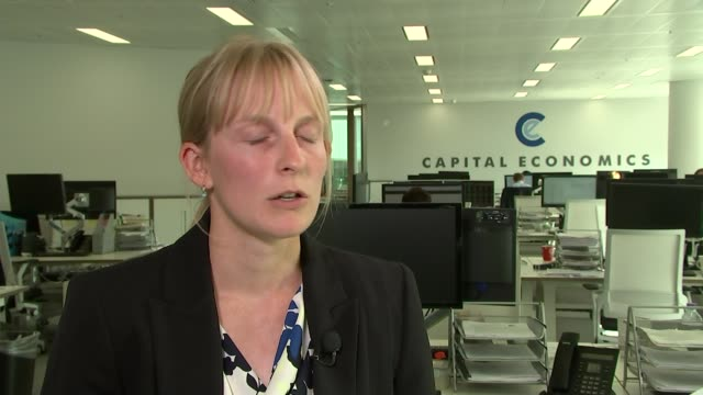 vídeos de stock, filmes e b-roll de better than expected gdp figures announced london capital economics ruth gregory interview sot location unknown customer in restaurant served meal... - produto interno bruto
