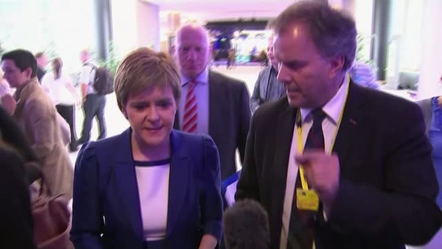vidéos et rushes de first eu meeting without the uk says no a la carte acces to the single market for britain nicola sturgeon msp interview sot i'm trying to make... - lettre majuscule