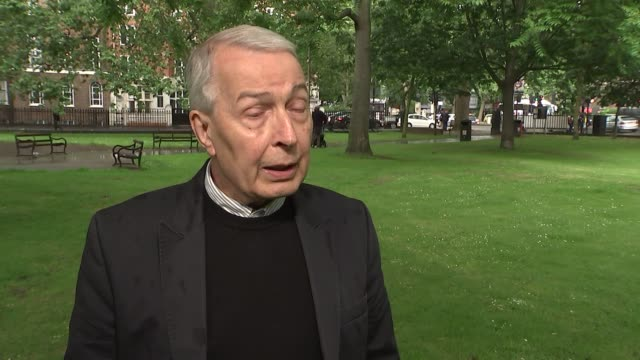 stockvideo's en b-roll-footage met frank field interview england london westminster ext frank field mp interview sot need a new labour leader who looks the role of prime minister and... - labor partij