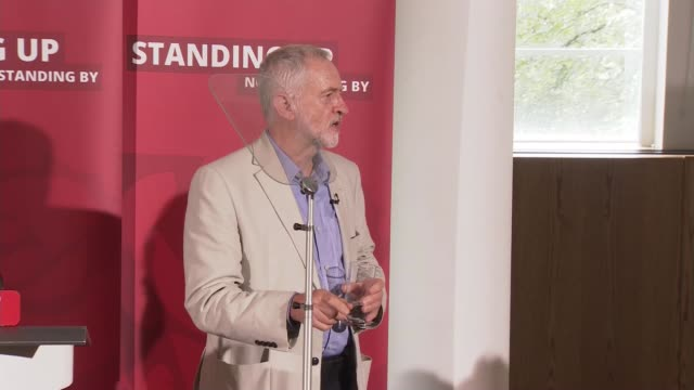 jeremy corbyn speech; gary gibbons asks question sot jeremy corbyn answers questions sot - i said clearly article 50 needs to be invoked / boris... - 50 seconds or greater点の映像素材/bロール