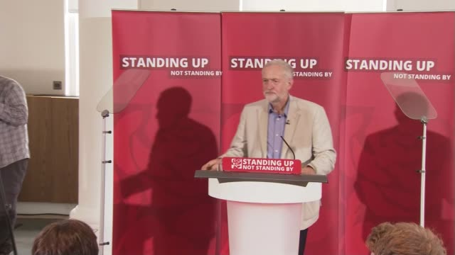 labour party resignations following hilary benn sacking lib date / location unknown int jeremy corbyn along to podium to applause [standing up not... - hilary benn stock-videos und b-roll-filmmaterial