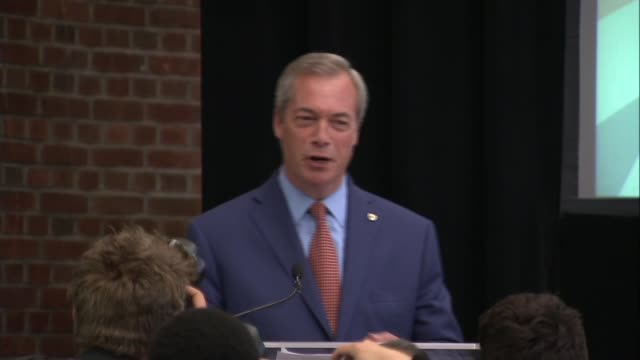 nigel farage resignation speech england london int steve crowther speech sot nigel farage mep speech sot resigns as ukip leader i have done my bit - 辞職点の映像素材/bロール