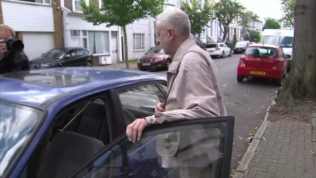 support for jeremy corbyn in london is waning england london ext jeremy corbyn mp being photographed as getting into car - itv london tonight weekend点の映像素材/bロール
