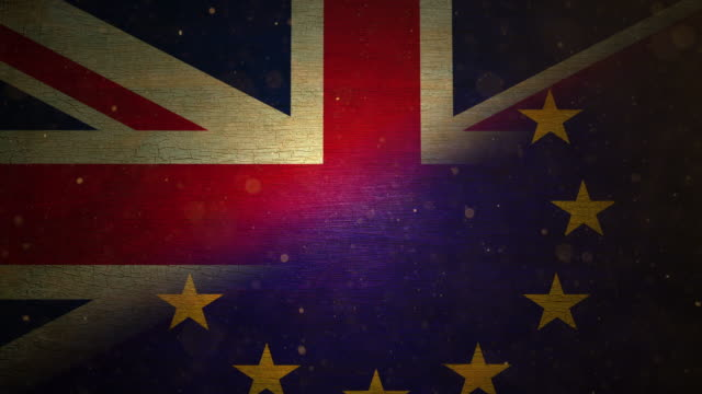 stockvideo's en b-roll-footage met eu / uk brexit flag - grunge. 4k - brexit