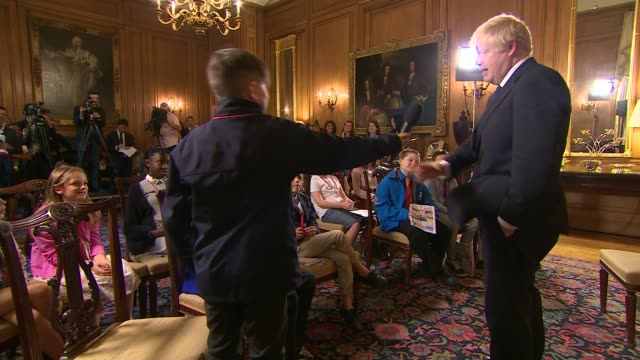 vídeos y material grabado en eventos de stock de former prime ministers attack parliament suspension; england: london: downing street: int boy in audience of schoolchildren asking question to boris... - channel 4 news