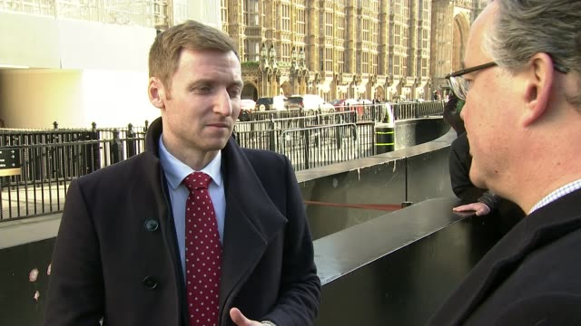 vídeos y material grabado en eventos de stock de fresh blow to theresa may's brexit plan after big defeat by brexiteers; england: london: westminster: ext lee rowley mp interview sot - channel 4 news