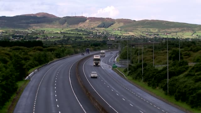 Government says there will be no need for Irish border checkpoints NORTHERN IRELAND / REPUBLIC OF IRELAND border EXT High angle view of traffic along...
