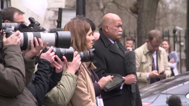 guy verhofstadt downing street cutaways england london downing street ext cutaways of guy verhofstadt downing street statement to press / gvs press... - downing street stock-videos und b-roll-filmmaterial