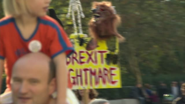 hundreds of thousands attend people's vote march in london england london ext people taking part in the people's vote march calling for a second eu... - brexit stock-videos und b-roll-filmmaterial
