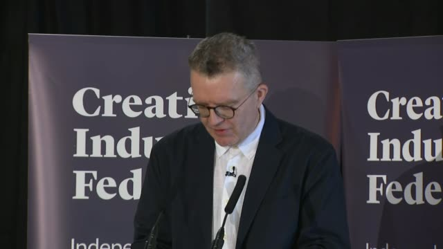 vídeos de stock e filmes b-roll de labour deputy leader tom watson calls for referendum before general election england london somerset house int tom watson mp along on stage and... - east sussex